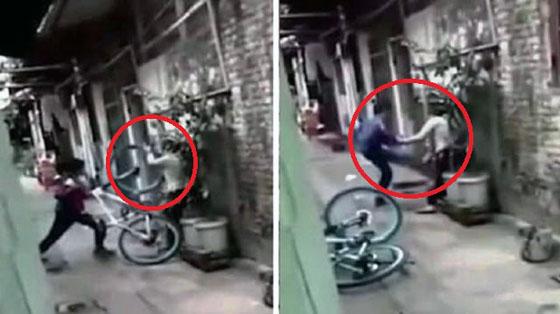 Video Seorang Anak Pukuli Ibunya Yang Mendadak Viral
