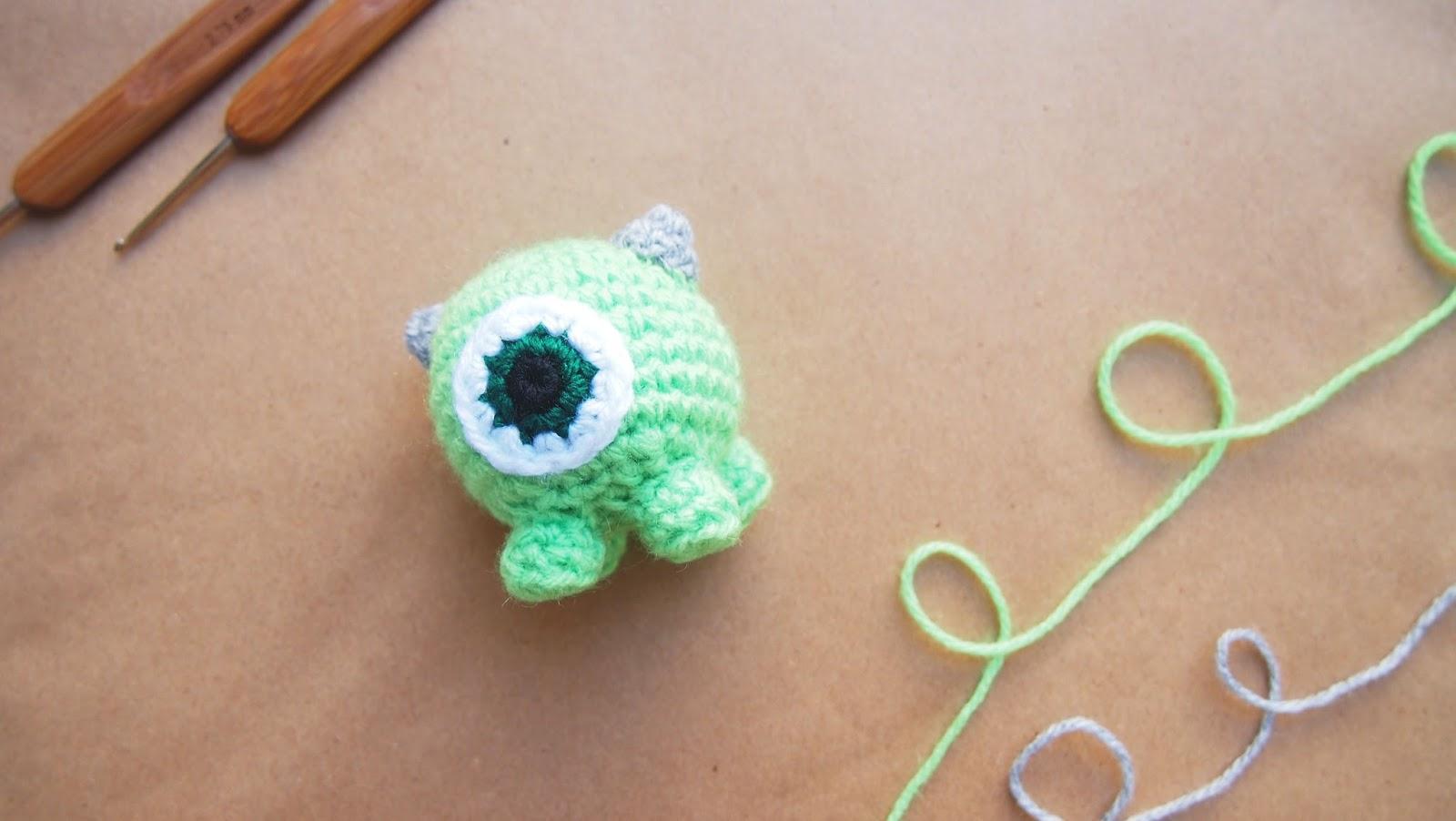 sol de noche deco crochet mike wazowski crochet tsum. Black Bedroom Furniture Sets. Home Design Ideas