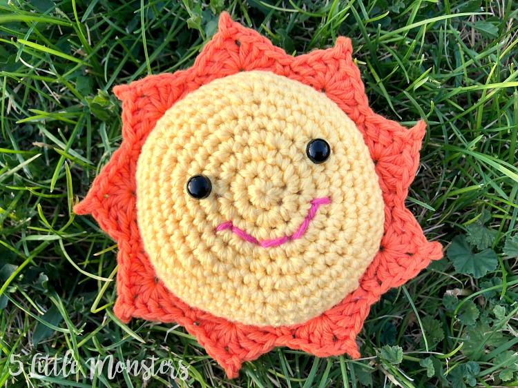 "Amigurumi – Crochet Small Sun ""Sunshine"" - premium & free patterns ... | 563x750"