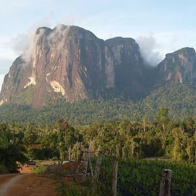 Batu kuri dapat dikatakan ayers rock nya Indonesia