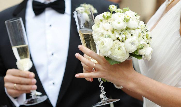 http://www.encasadeoly.com/2018/01/tratamiento-detox-para-recuperarse-de-la-temporada-de-bodas.html