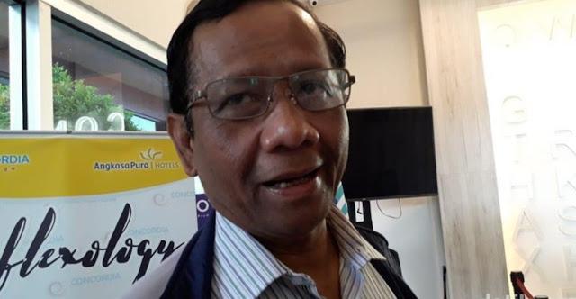 Mahfud Md Nilai Amien Rais Berlebihan Ancam People Power