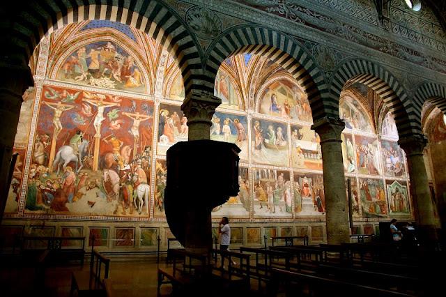 Interior da Colegiada de San Gimignano