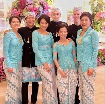 Model Seragam Pernikahan Terbaru Modern Brokat Untuk Bridesmaids