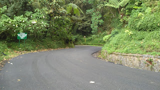 Jalan menuju puncak Gunung Tangkuban Parahu