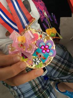 デコメダル