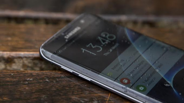 Samsung Galaxy S7 Edge curved display