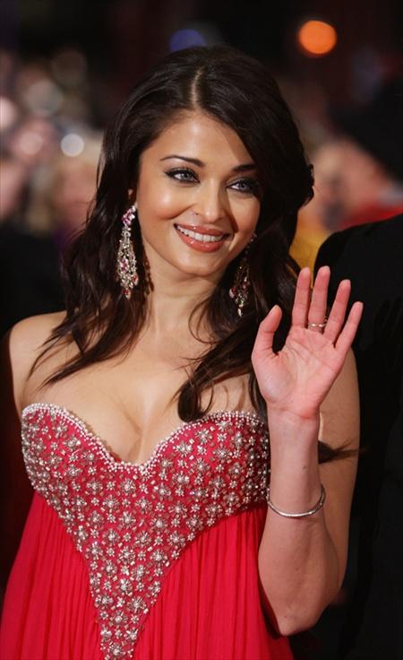 aishwarya rai sexy cleavage pics 01