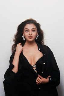 Aishwarya Rai Spicy Cleavage Show