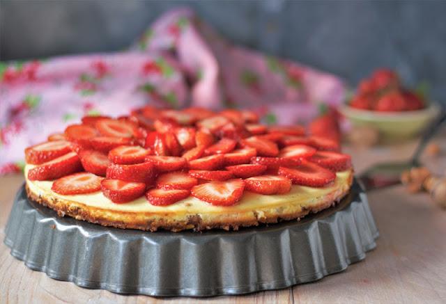 Erdbeer-Käsekuchen mit Mandelboden von Naschen mit der Erdbeerqueen
