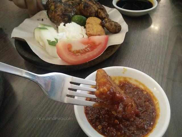 Tempat Makan Menarik di Brunei - Waroeng Penyet Plaza Abdul Razak
