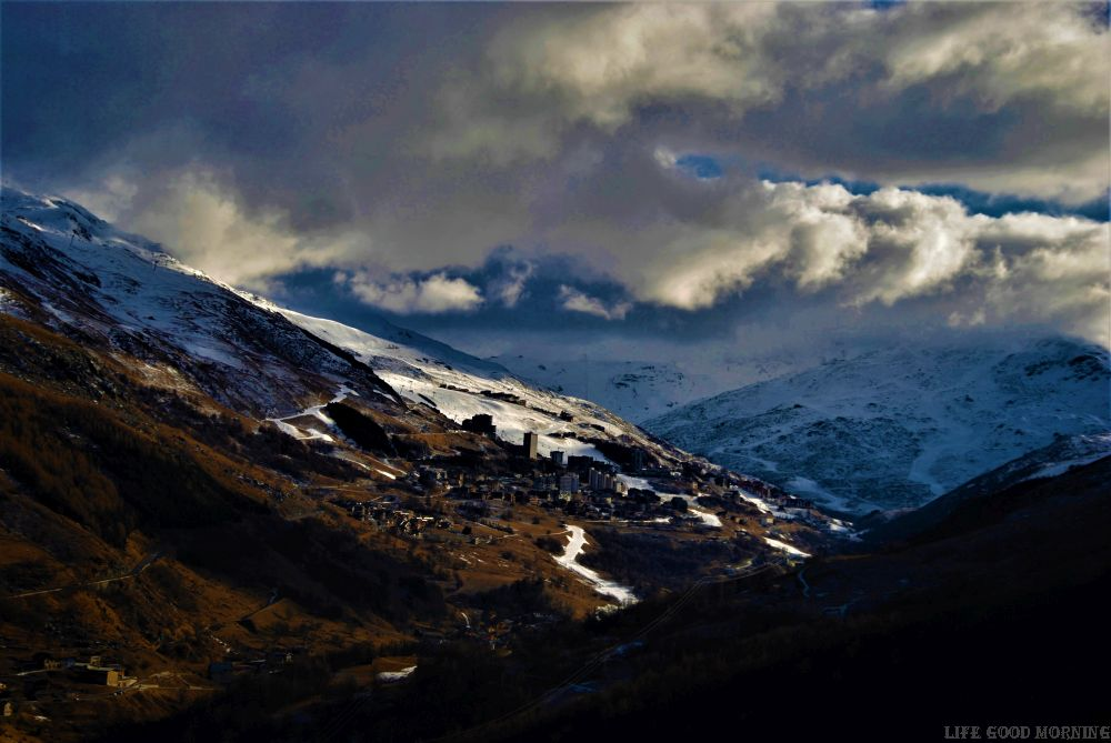 3 Doliny we Francji - jak się mieszka w największym ośrodku narciarskim świata.