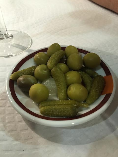 Plato de olivas del restaurante la Piula