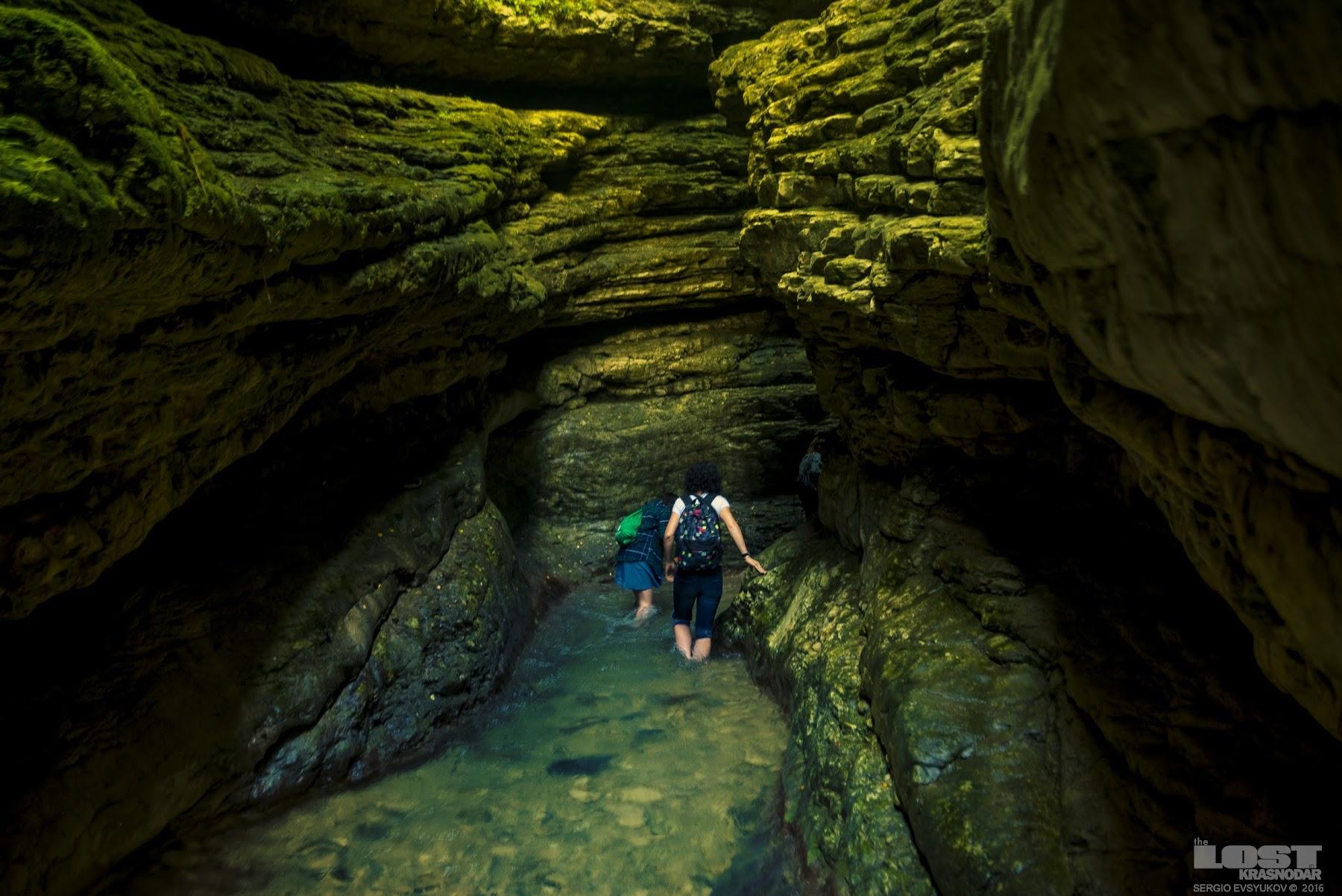 пещера с водопадом в селе Салта
