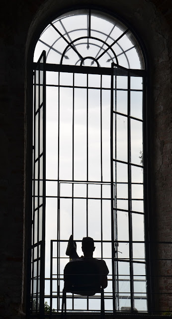 prigione https://pixabay.com/it/biennale-arsenale-solitario-1994997/