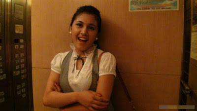 Foto Sekretaris Cantik Bugil