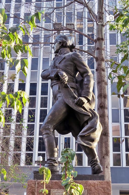 Close-up da Estátua de Francisco Miranda - Consolação - São Paulo