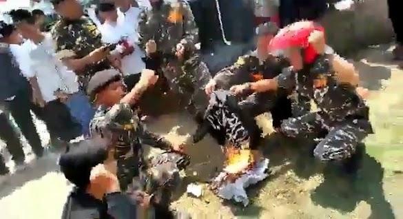 Beredar Viral Video Bendera Kalimat Tauhid Dibakar Banser, Warganet Geram