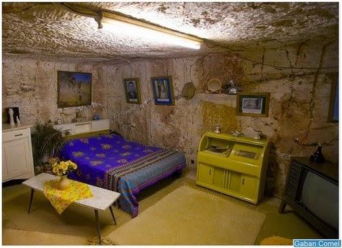 bandar bawah tanah terletak di padang pasir zamrispoon