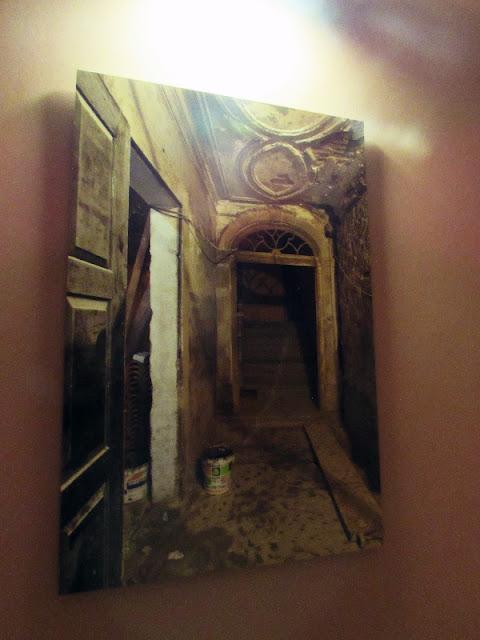 foto do estado degradado de um antigo edifício