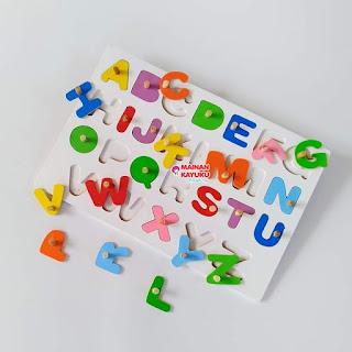 Puzzle Knop Huruf Besar