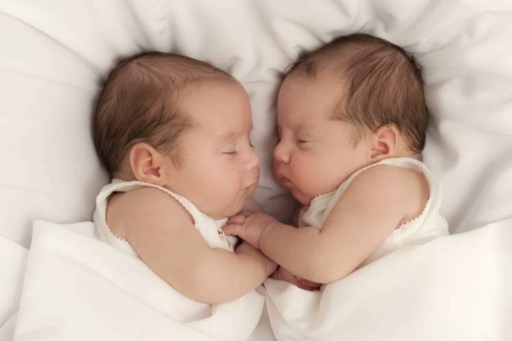تفسير حلم رؤية ولادة توأم ذكور وبنات في المنام لابن سيرين