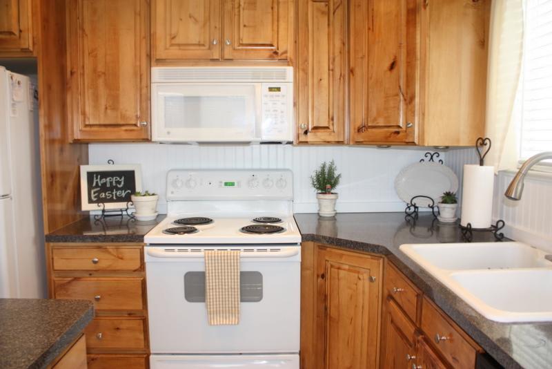 country girl home new beadboard backsplash in kitchen. Black Bedroom Furniture Sets. Home Design Ideas