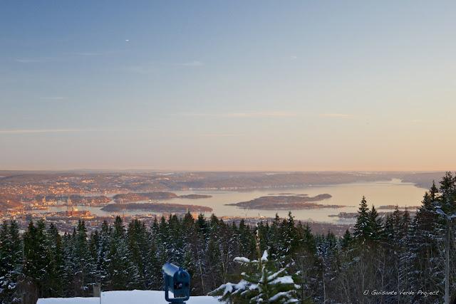 Oslo y su fiordo desde Frogneseteren,  por El Guisante Verde Project