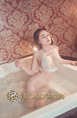 Ảnh Nude lộ núm của Ngân 98 trong nhà tắm mới nhất