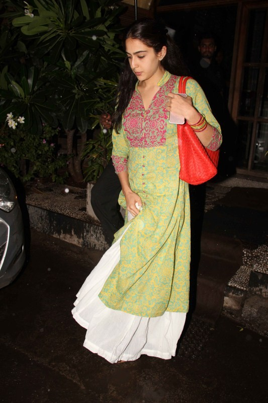 Sara Ali Khan Spotted at Bandra