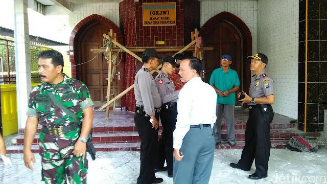 Belasan Alquran Berserakan di Halaman Gereja, Polisi Turun Tangan
