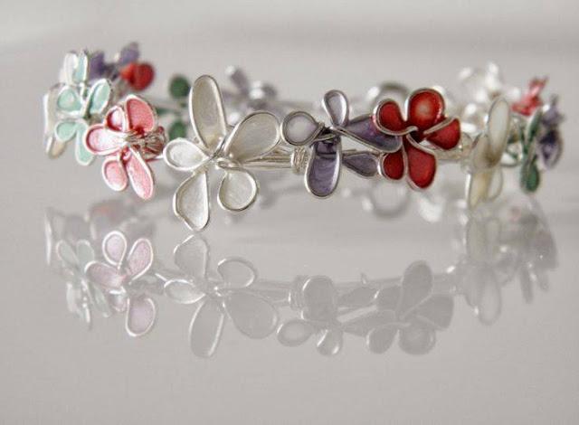 Λουλούδια και στεφάνια απο σύρμα και βερνίκι νυχιών
