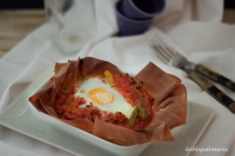 Cestas de pasta philo rellenas de carne, salsa de tomate y huevo