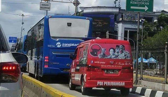 Langgar Peraturan, Mobil PDIP Terciduk Masuk Jalur Busway