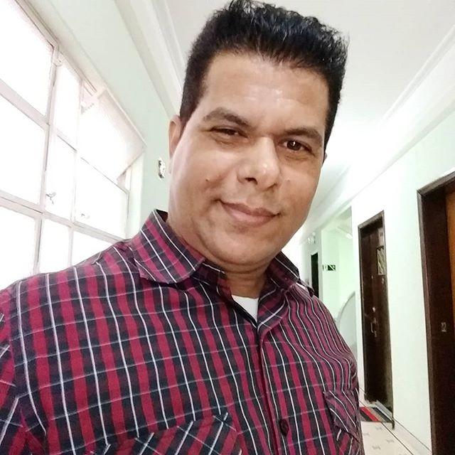 O Matemático e Professor Valdivino Sousa criador do método XYZ faz sucesso na internet e redes sociais ensinando Matemática de graça.