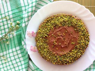 Pistáciový dort s čokoládovým máslovým krémem