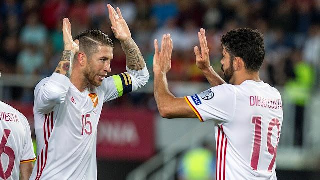 Diego Costa y Sergio Ramos celebran uno de los goles con los que España derrotó a Macedonia en las eliminatorias Rusia 2018