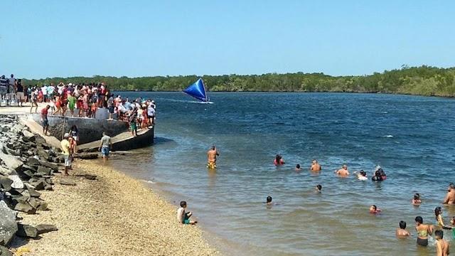 Tradicional Regata de Canoas atrai milhares de pessoas para o Porto do Mosquito