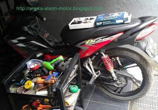 Cara pasang alarm motor remote pada Honda Blade 110 karbu