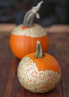 20 Idee Per Decorare Le Zucche Di Halloween Fai-da-te: centrini