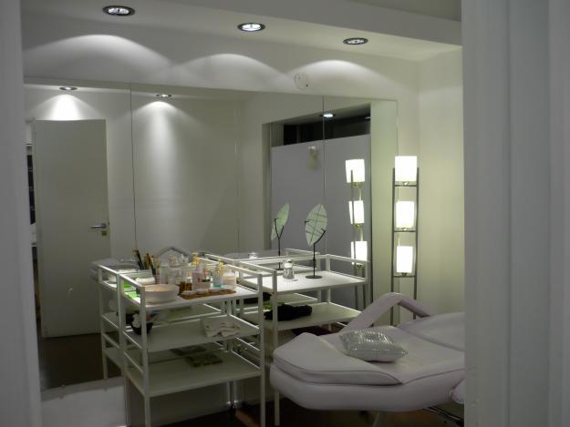 Decoration42 cabinas de estetica decoracion for Cabinas de estetica decoracion