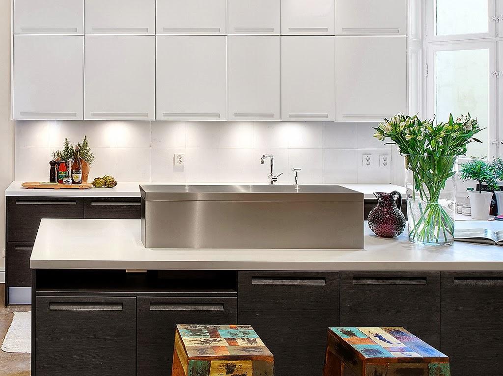 Klasyczny, elegancki salon i nowoczesna kuchnia - wystrój wnętrz, wnętrza, urządzanie domu, dekoracje wnętrz, aranżacja wnętrz, inspiracje wnętrz,interior design , dom i wnętrze, aranżacja mieszkania, modne wnętrza, styl klasyczny, styl nowoczesny, projekt kuchni