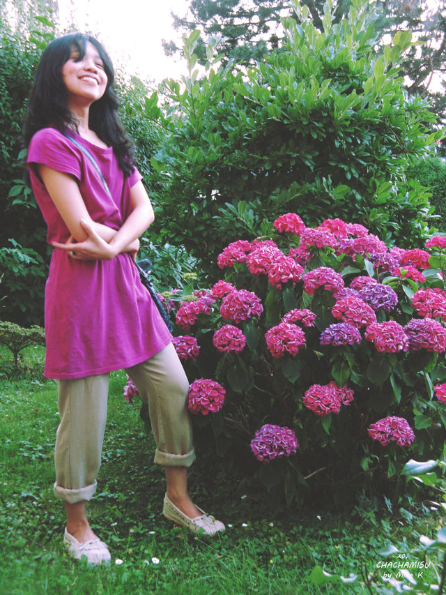 Chachamisu, fashion, personal style, outfit, casual, summer, easy, fuchsia dress top, LdiR Moka moccasin slippers in ivory, vintage petrol croc embossed bag, mango pantsstrolling, pinkand purple hydrangea flowers