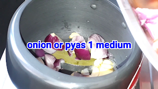 image of adding onion in cooker