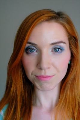 Cool-toned makeup look featuring a cool-toned smoky eye