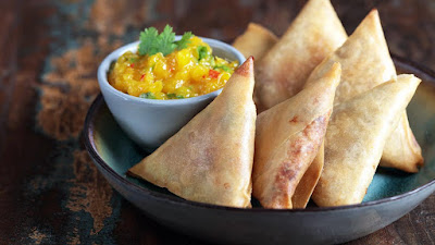 Smoked chicken samosa with mango chutney