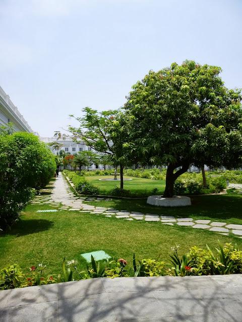Falaknuma Palace Hyderabad Images: interior courtyard