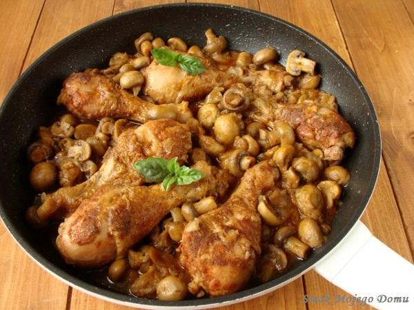 Pałki z kurczaka z pieczarkami