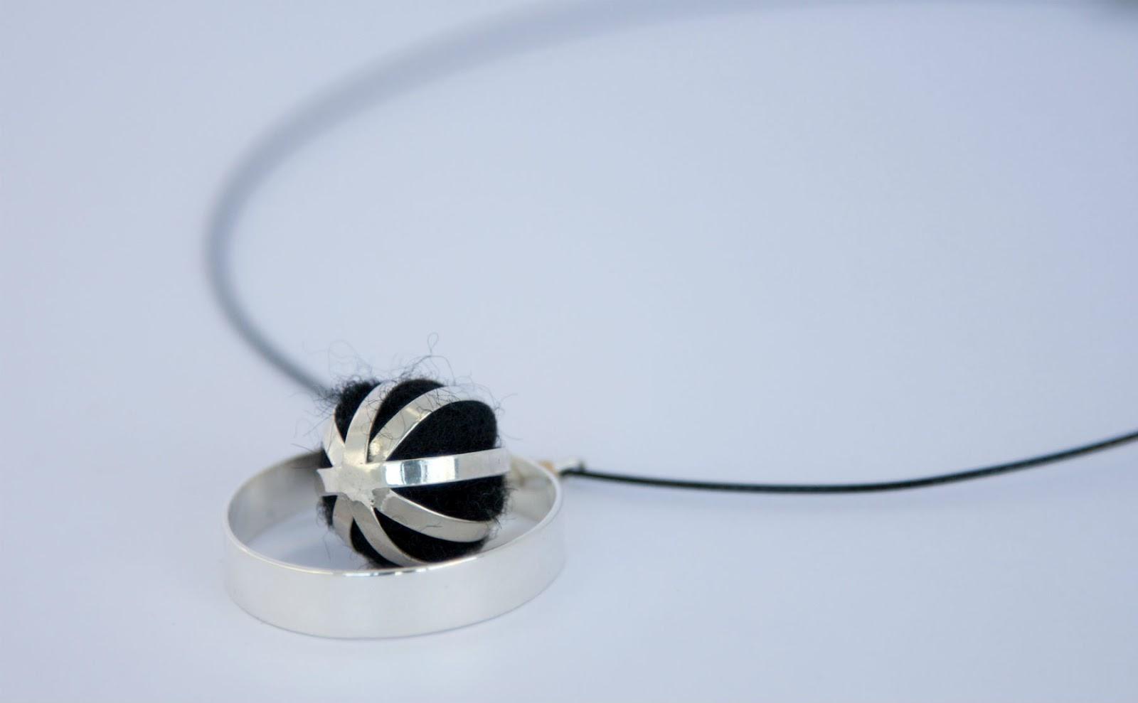 3c93a3fea5f9 Verónica Arana  joyas contemporáneas de simple frescura