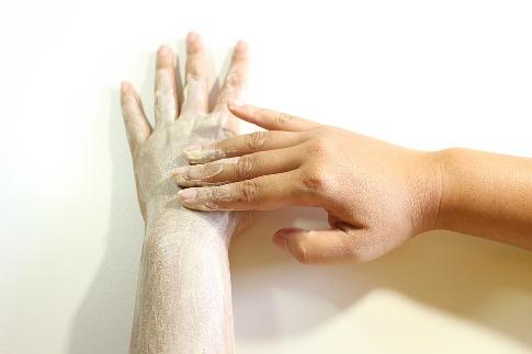 pixabay.com/en/body-scrub-scrub-hand-scrub-1844552